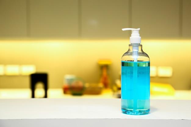 Gel de álcool para lavar as mãos para proteger contra o coronavírus ou o covid-19.