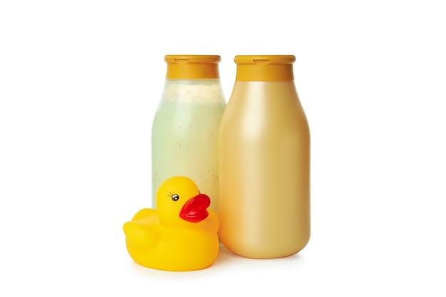 Gel de banho e pato de borracha isolados no fundo branco