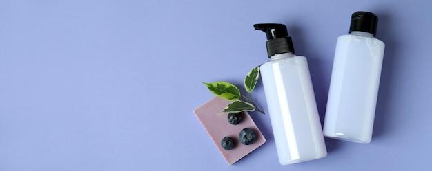 Gel de banho, sabonete e mirtilo em violeta