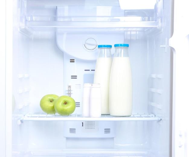 Geladeira aberta com comida diet