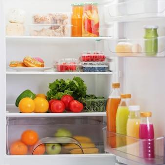 Geladeira com comida saudável
