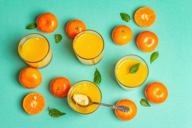 Gelatina de frutas doces de laranjas e tangerinas frescas