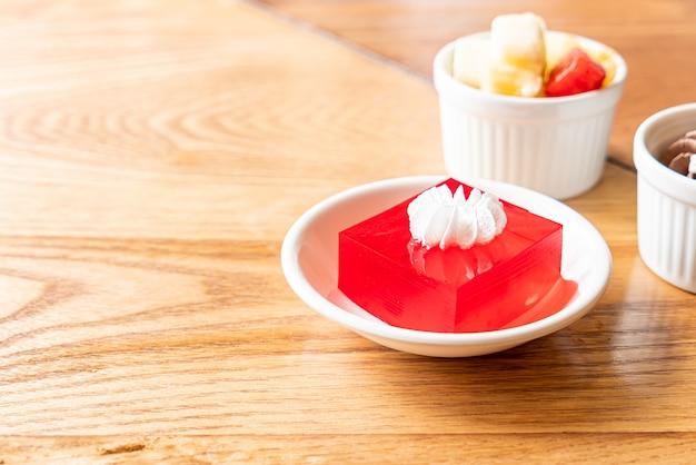 Geléia de morango com creme branco