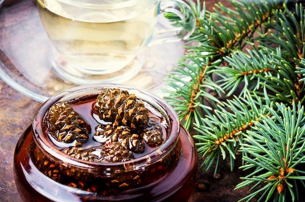 Geléia de pinhas para chá