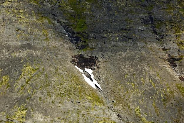 Geleira nas montanhas de khibiny, península de kola, rússia.