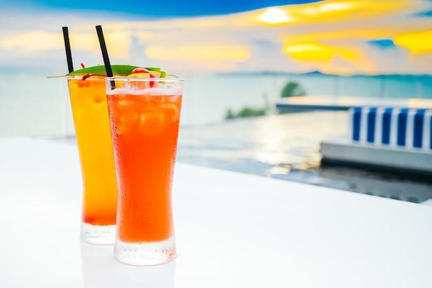 Gelo beber cocktails de vidro