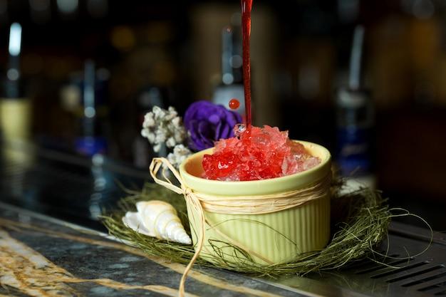 Gelo de framboesa em cima da mesa