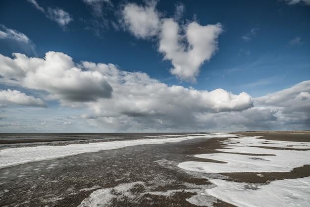 Gelo na praia na dinamarca