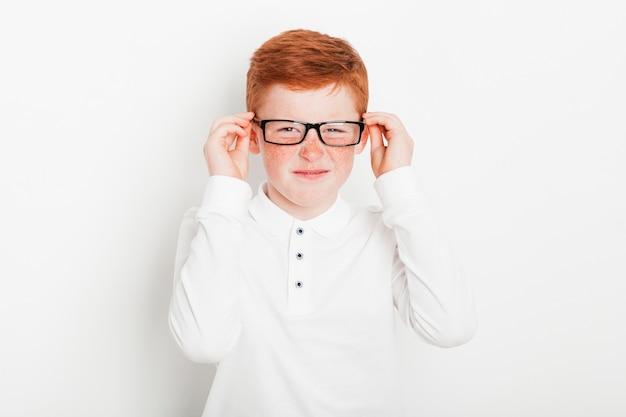 Gengibre, menino, desgastar, óculos pretos