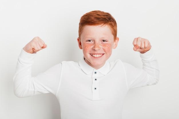 Gengibre, menino, fazendo, forte, gesto