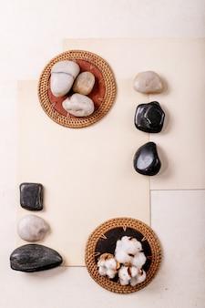Geometria de layout criativo praças por natureza, materiais, papel, madeira e pedra. postura plana.