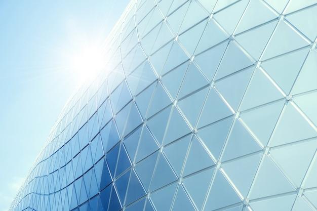 Geometria de triângulo de alumínio de estruturas de construção na fachada da arquitetura urbana moderna