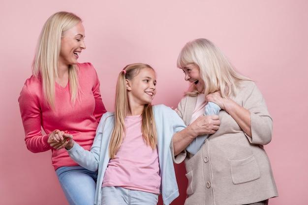 Geração de mulheres bonitas, olhando um ao outro