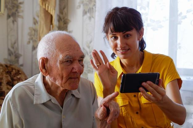 Geração mais antiga e tecnologias modernas, o conceito de tecnologia familiar