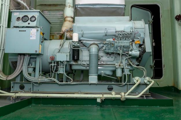 Gerador de emergência a diesel. motor marinho. equipamento de segurança.