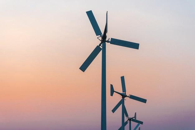 Gerador de energia de turbina de vento na hora do crepúsculo