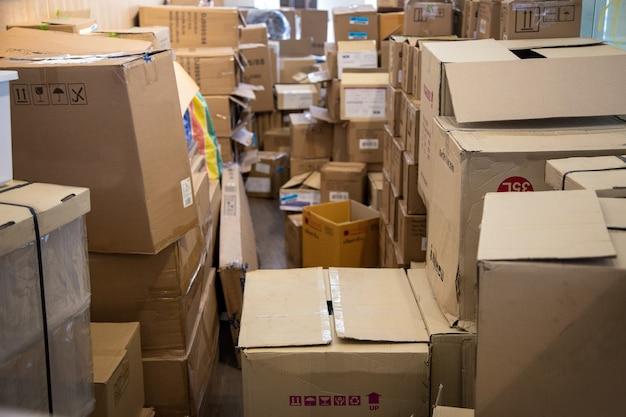 Gerencie o espaço em logística com a embalagem da caixa de papel na loja