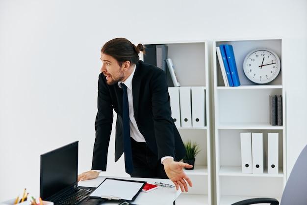 Gerente de documentos oficiais trabalho estilo de vida de escritório