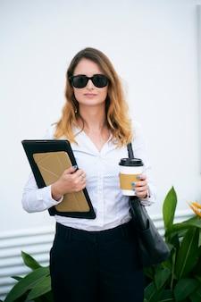 Gerente de empresa feminina elegante