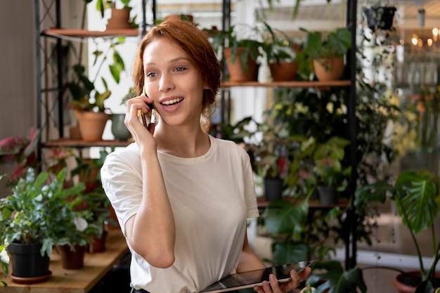 Gerente de pequena empresa em sua oficina