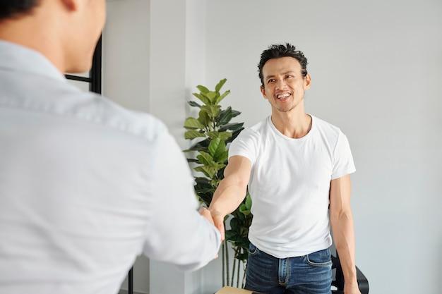 Gerente de projeto de saudação do empresário