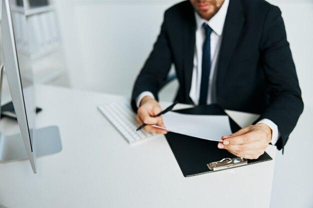 Gerente masculino de terno, escritório, telefone, executivo