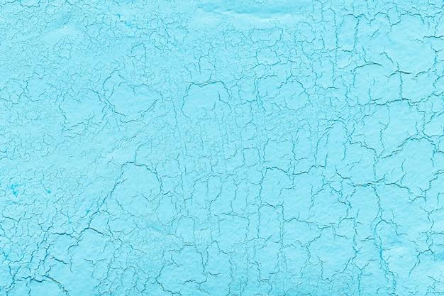Gesso de cal azul claro com fundo de rachaduras
