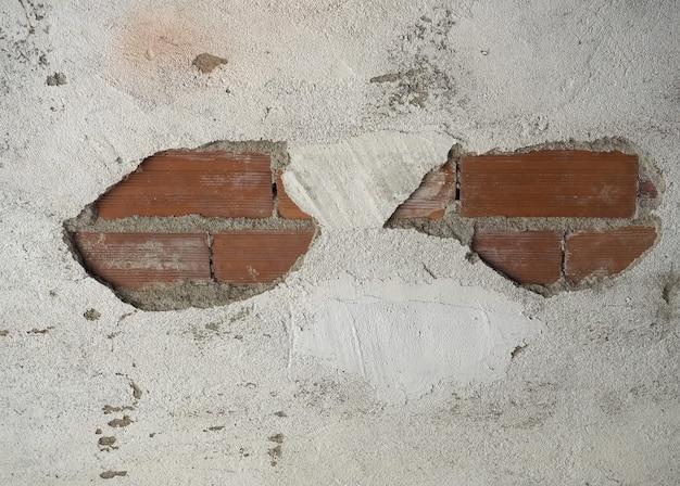 Gesso descascado separado de uma parede