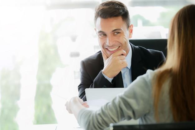 Gestão executiva ou recrutamento entrevistas representante candidato para um post