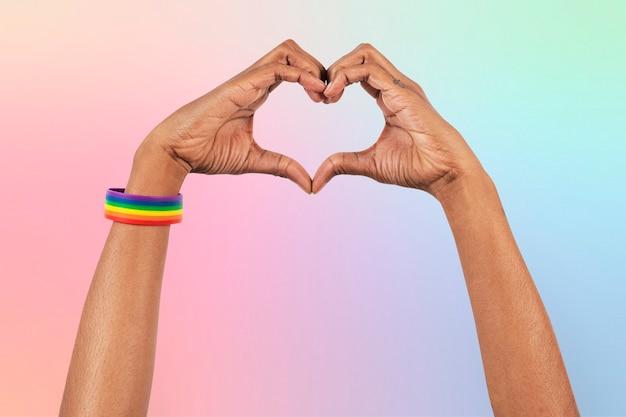 Gesto com a mão do coração - campanha lgbtq + aliado