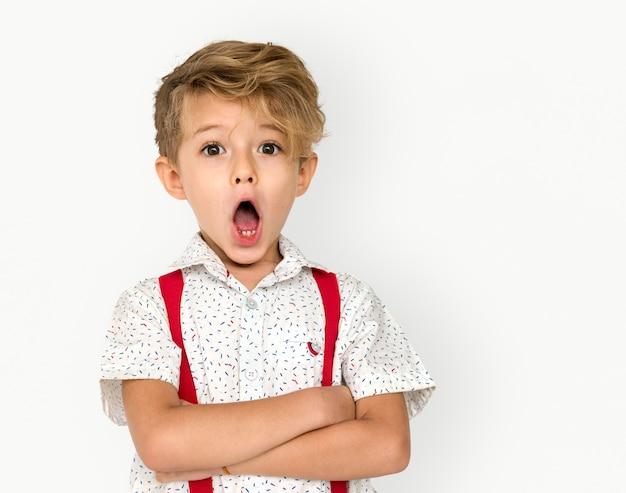 Gesto de retrato de estúdio de menino criança