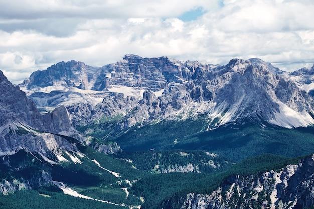 Giau pass montanhas