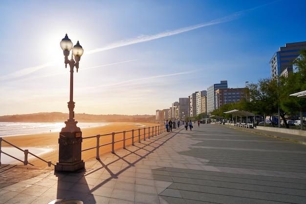 Gijon pôr do sol san lorenzo beach promenade asturias