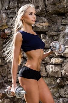Ginástica. mulher bonita com corpo sexy