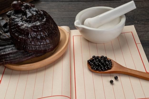 Ginseng e medicina tradicional chinesa na mesa