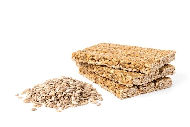 Girassol kozinaki e sementes isoladas.