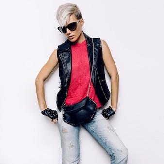 Girl rock style acessórios de moda urbanos. acessórios de couro estilo denim