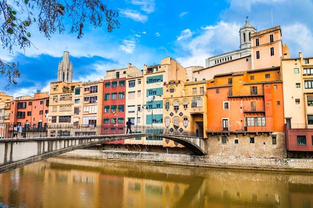 Girona - cidade colorida perto de barcelona, espanha