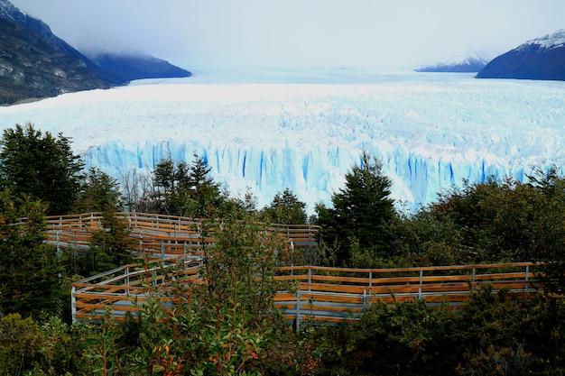 Glaciar perito moreno com a varanda de visualização, patagônia, argentina