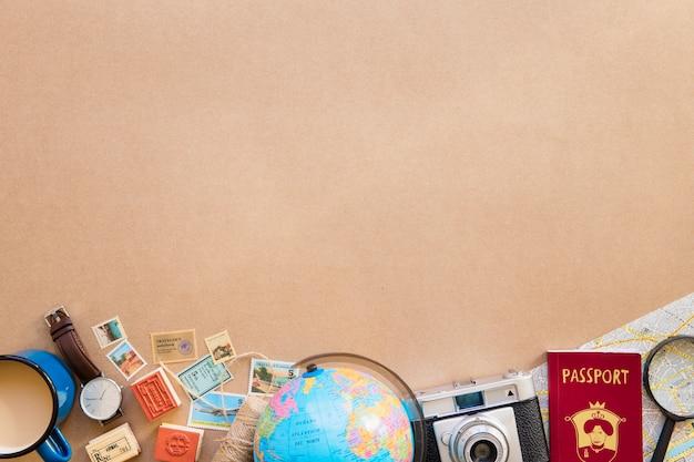 Globo e mapa com passaporte