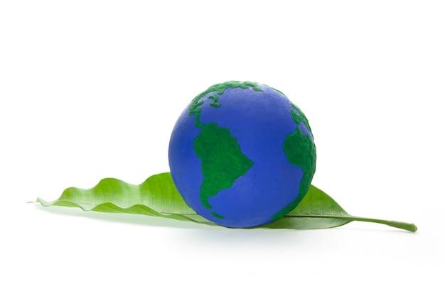 Globo na folha verde