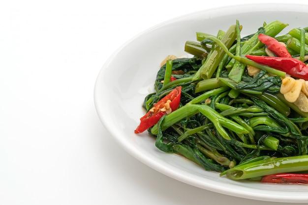 Glória da manhã chinesa frita ou espinafre aquático