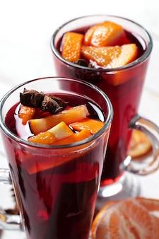 Glühwein alemão, também conhecido como vinho quente ou vinho com especiarias