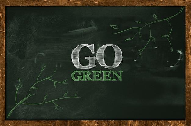 Go green text no quadro-negro
