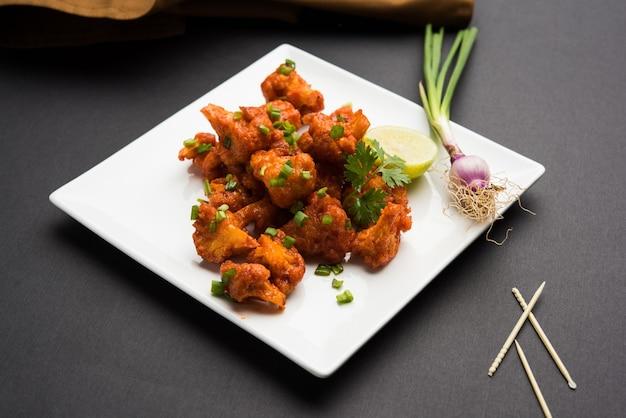 Gobi manchurian dry - comida de rua popular da índia feita de florzinhas de couve-flor, foco seletivo