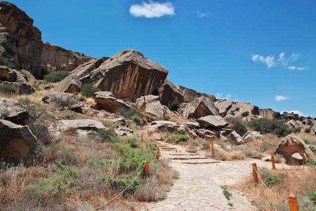 Gobustan é um parque de petroglifos no azerbaijão