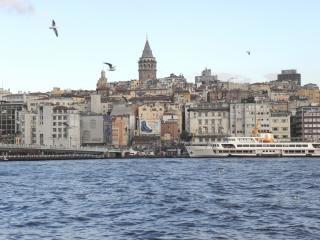Golden horn & torre galata, em istambul