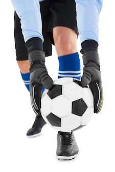 Goleiro pegar a bola no fundo branco