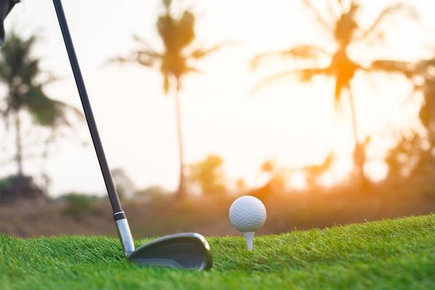 Golf em um dia ensolarado