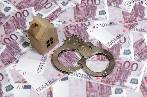 Golpe com fraude imobiliária ao comprar ou alugar uma casa Foto Premium